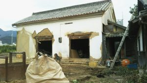 蔵の解体工事現場